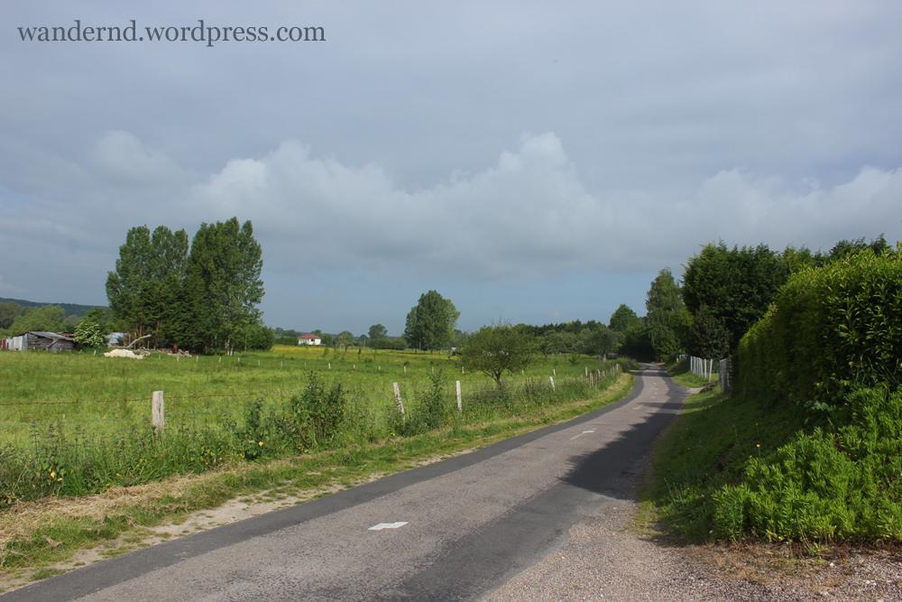 Landstraße in der Normandie