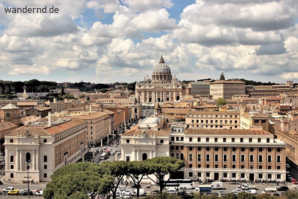 Ausblick Rom Engelsburg auf Vatikan