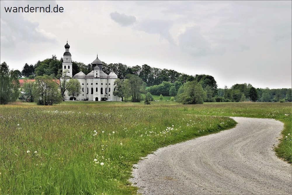 Weg zur Wallfahrtskirche Maria Birnbaum im Wittelsbacher Land