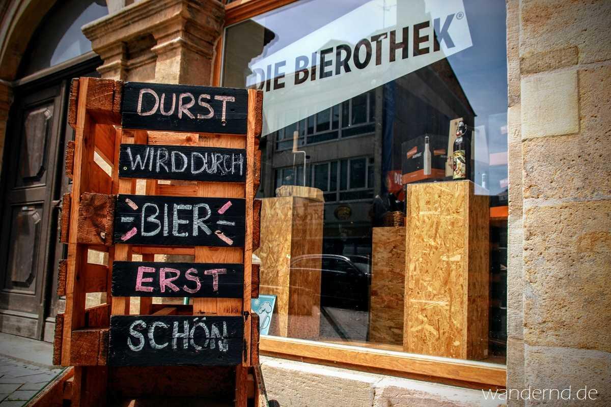 """""""Durst wird durch Bier erst schön"""" - dieser Spruch vor der Bamberger Bierothek könnte das Motto unserer Recherchetour gewesen sein"""
