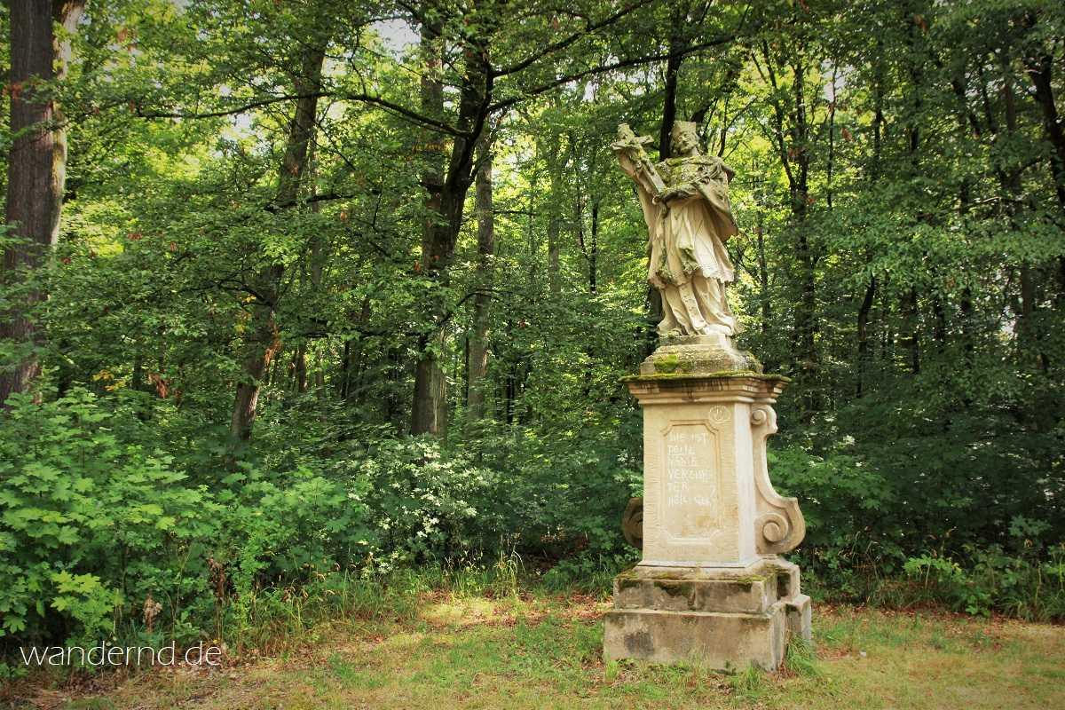 Die Statue des Hl. Nepomuk steht heute noch am selben Weg - allerdings etwas weiter südlich