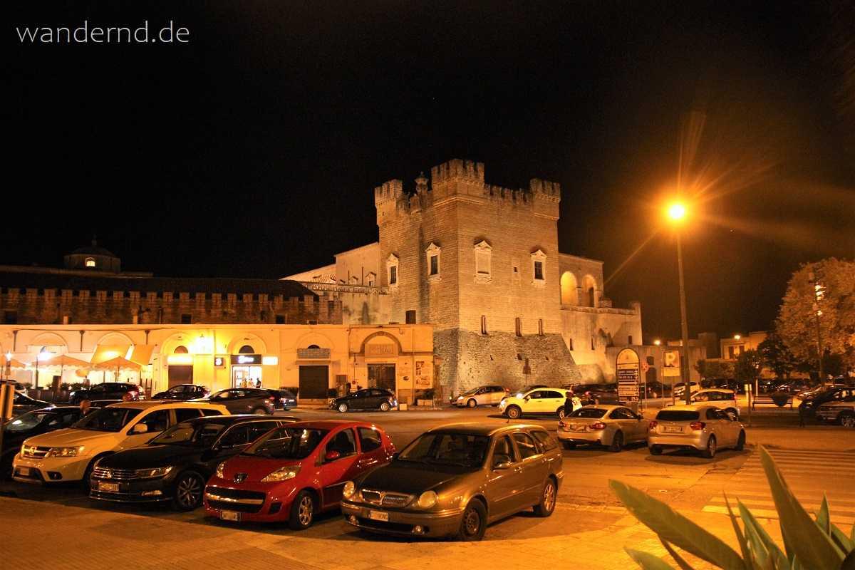 Blick von unserem Hotel auf das Castello von Mesagne