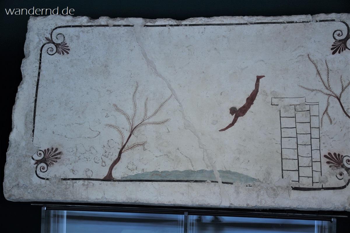 Der berühmte Taucher aus einem antiken Grab. Heute im Museum in Paestum
