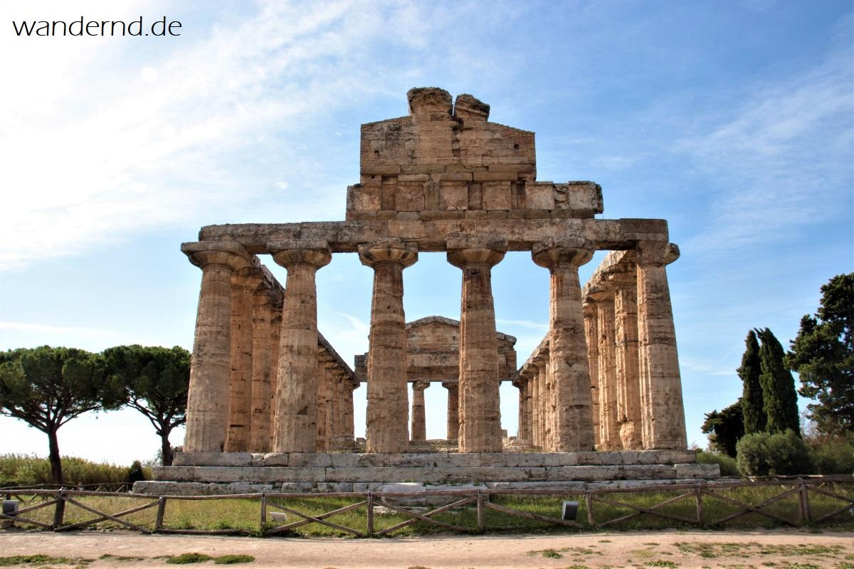 Der Athenetempel in Paestum, Italien
