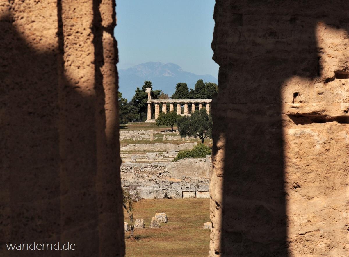 Paestum, Italien: Blick auf den Tempel der Athena (genannt: Ceres-Tempel)