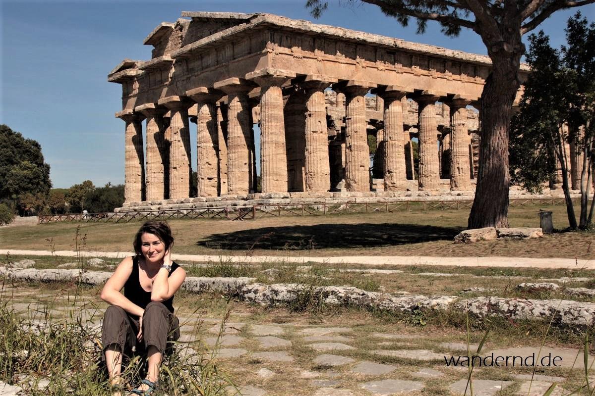 Ich vor dem Poseidontempel in Paestum, Italien