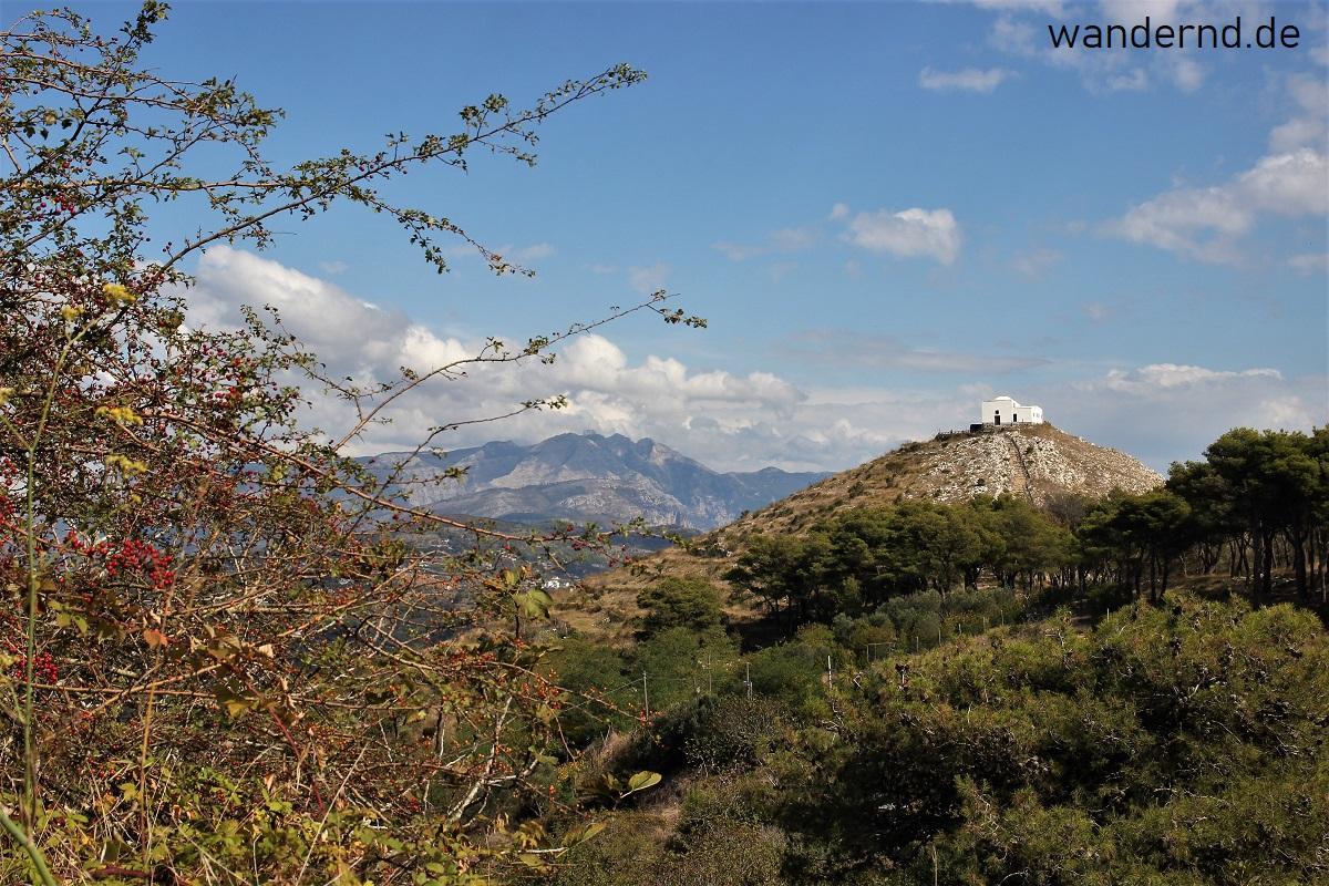 Ausblick bei einer Wanderung zur Punta Campanella in der Nähe von Sorrento