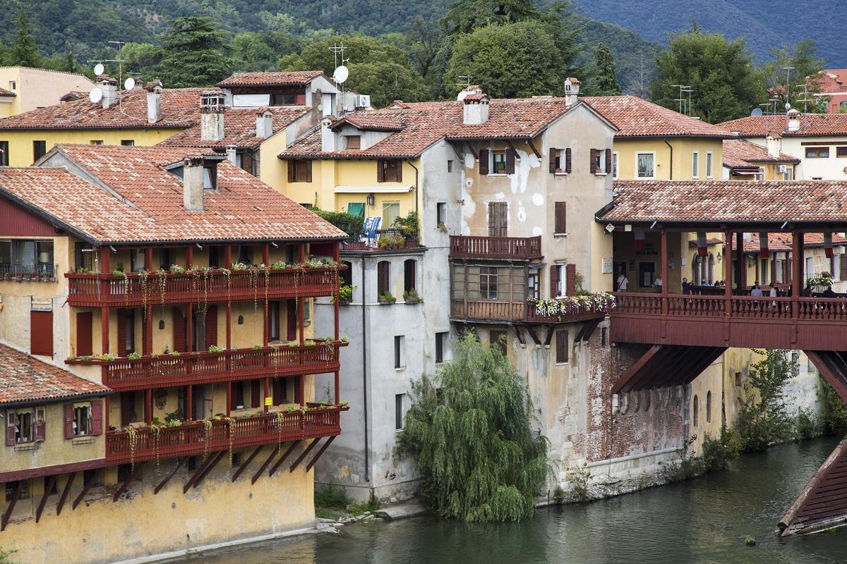 Bassano del Grappa mit der Brücke am Fluss - Italien mal anders