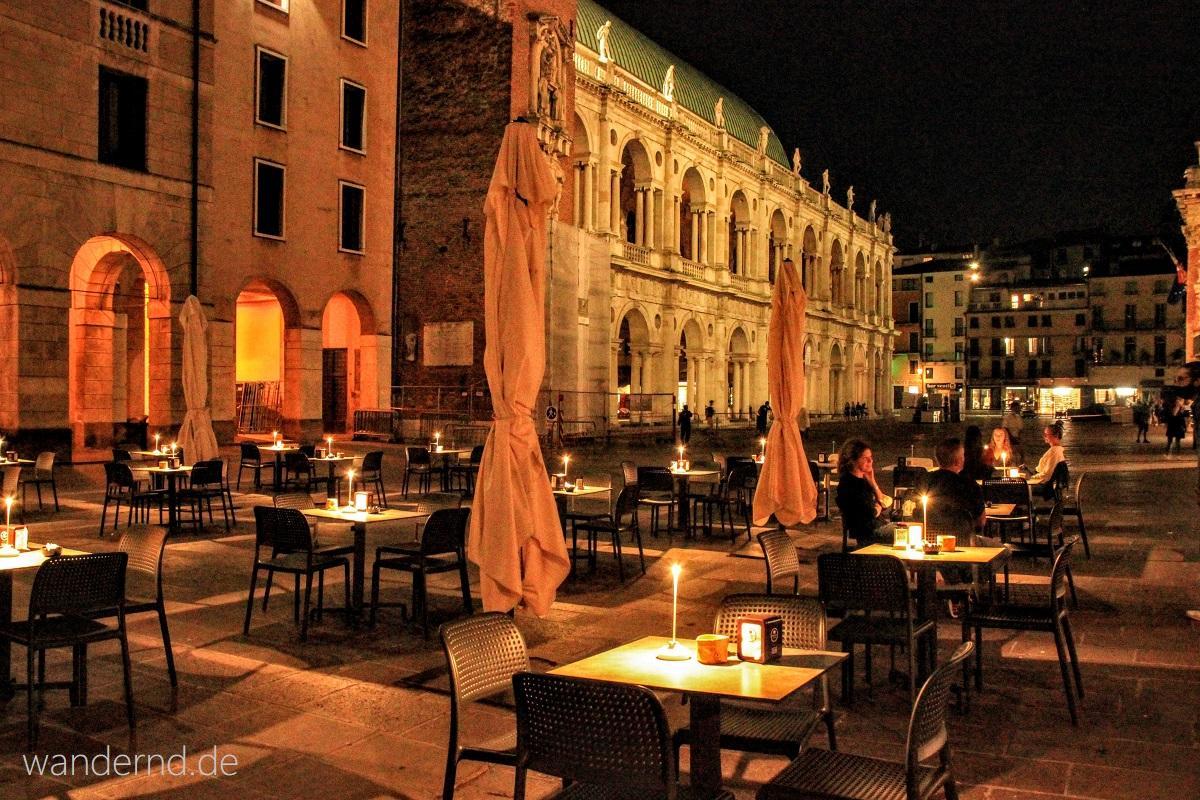 Vicenza Sehenswürdigkeiten: Palazzo della Ragione von Palladio bei Nacht