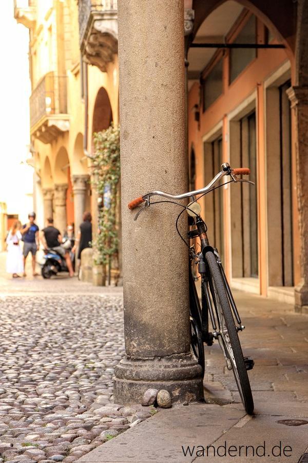 Fahrräder und Arkaden sind typisch für die Altstadt Paduas