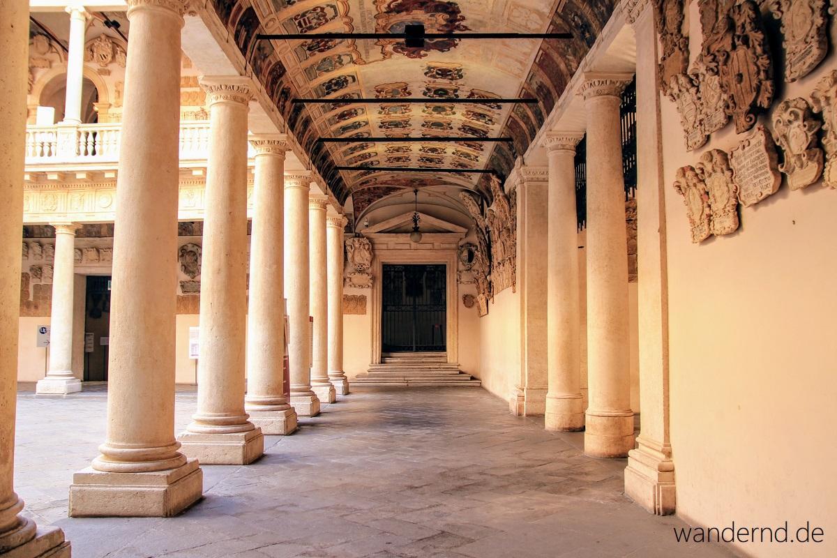 Padua Sehenswürdigkeiten: Im Cortile Antico des Palazzo del Bo