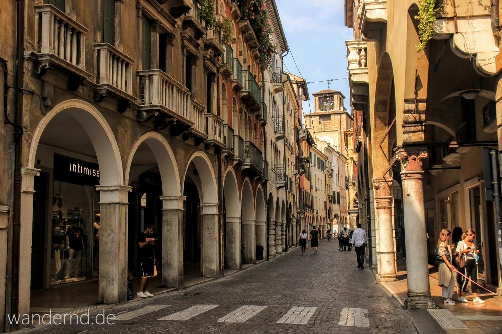 Treviso Sehenswürdigkeiten. Die Haupteinkaufsstraße: Die Via Calmaggiore