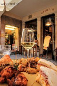 Abendessen in der kleinen Osteria Trevisi.