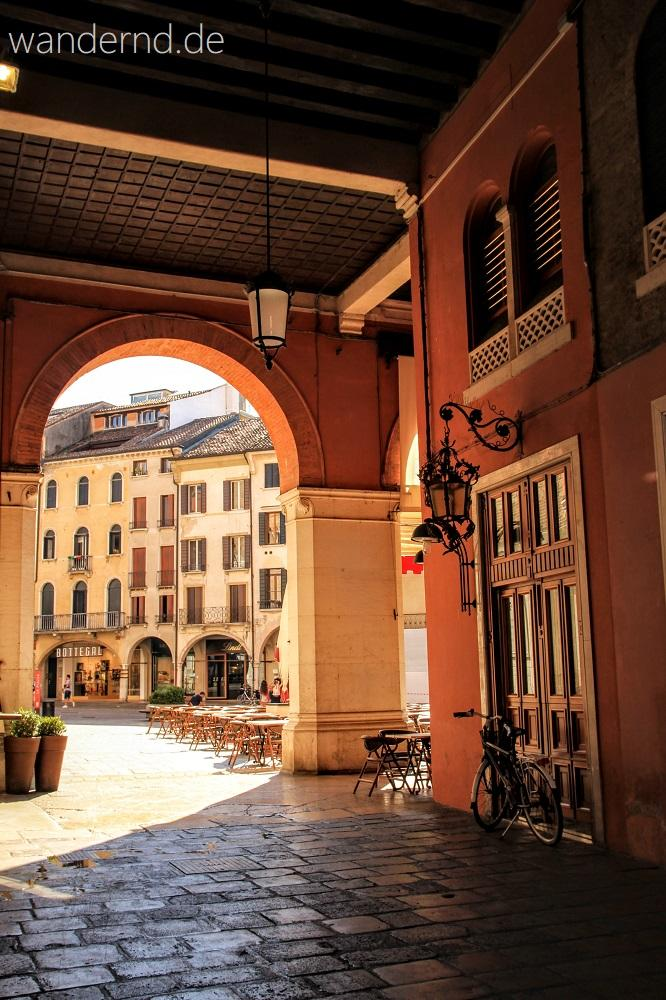 in den frühen Nachmittagsstunden geht es in Treviso beschaulich zu. Gegen Abend füllen sich die Straßen und Plätze wieder