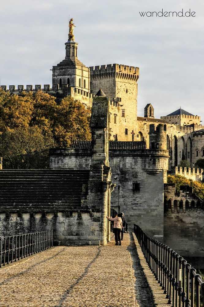 Avignon Sehenswürdigkeiten - alle auf einen Streich. Blick von der berühmten Brücke