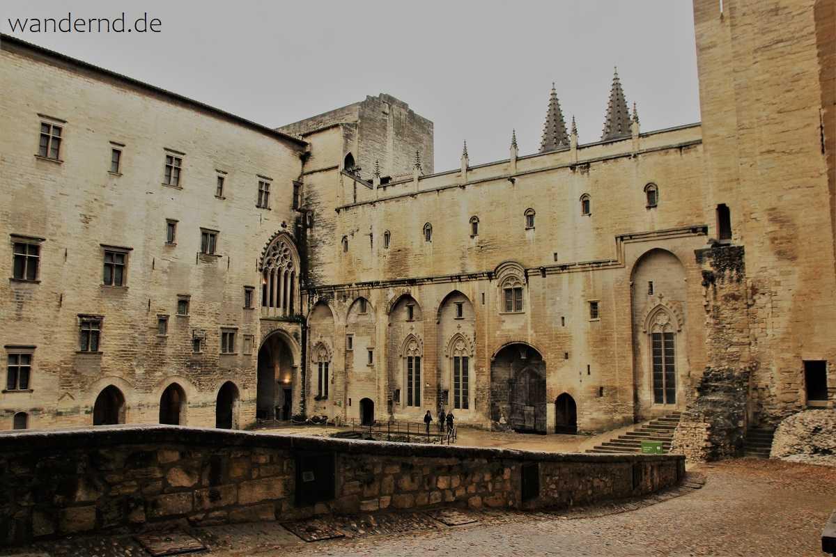 Avignon Papstpalast: Court d'Honneur