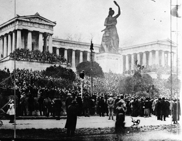 Demonstration auf der Theresienwiese 1918