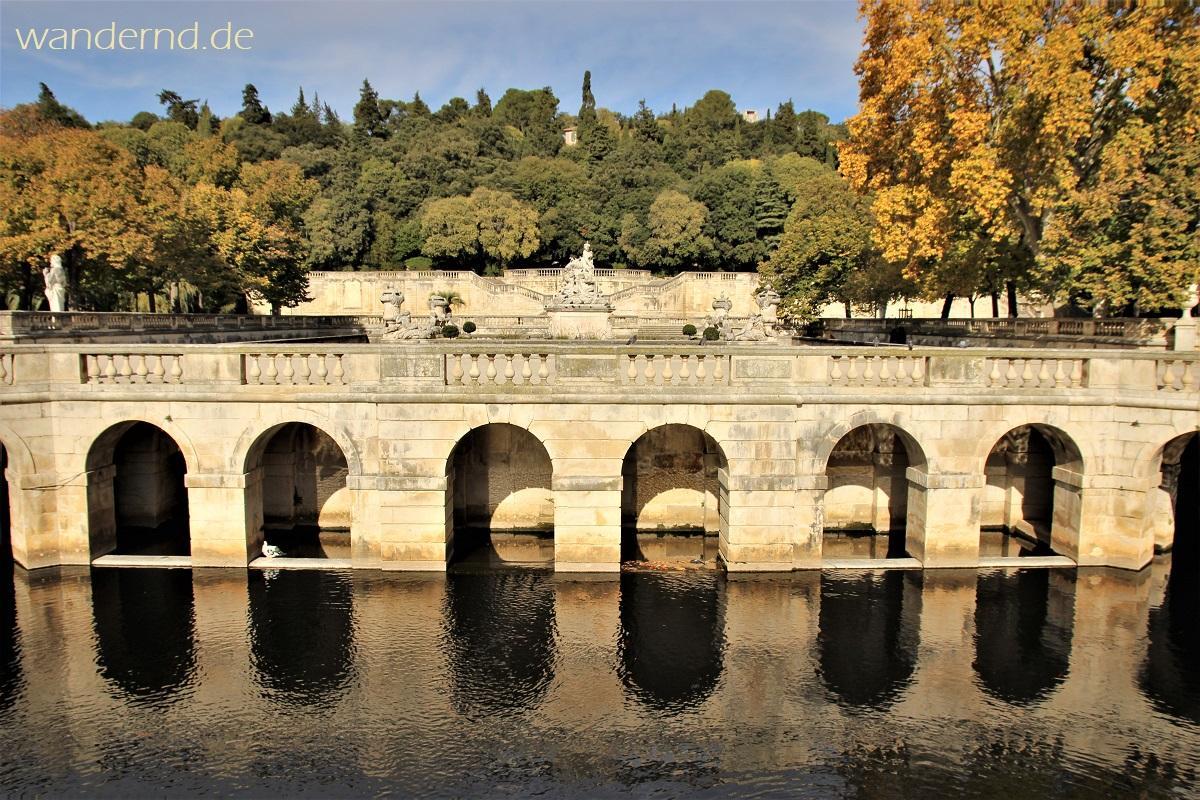 Blick auf den Jardin de la Fontaine in Nimes