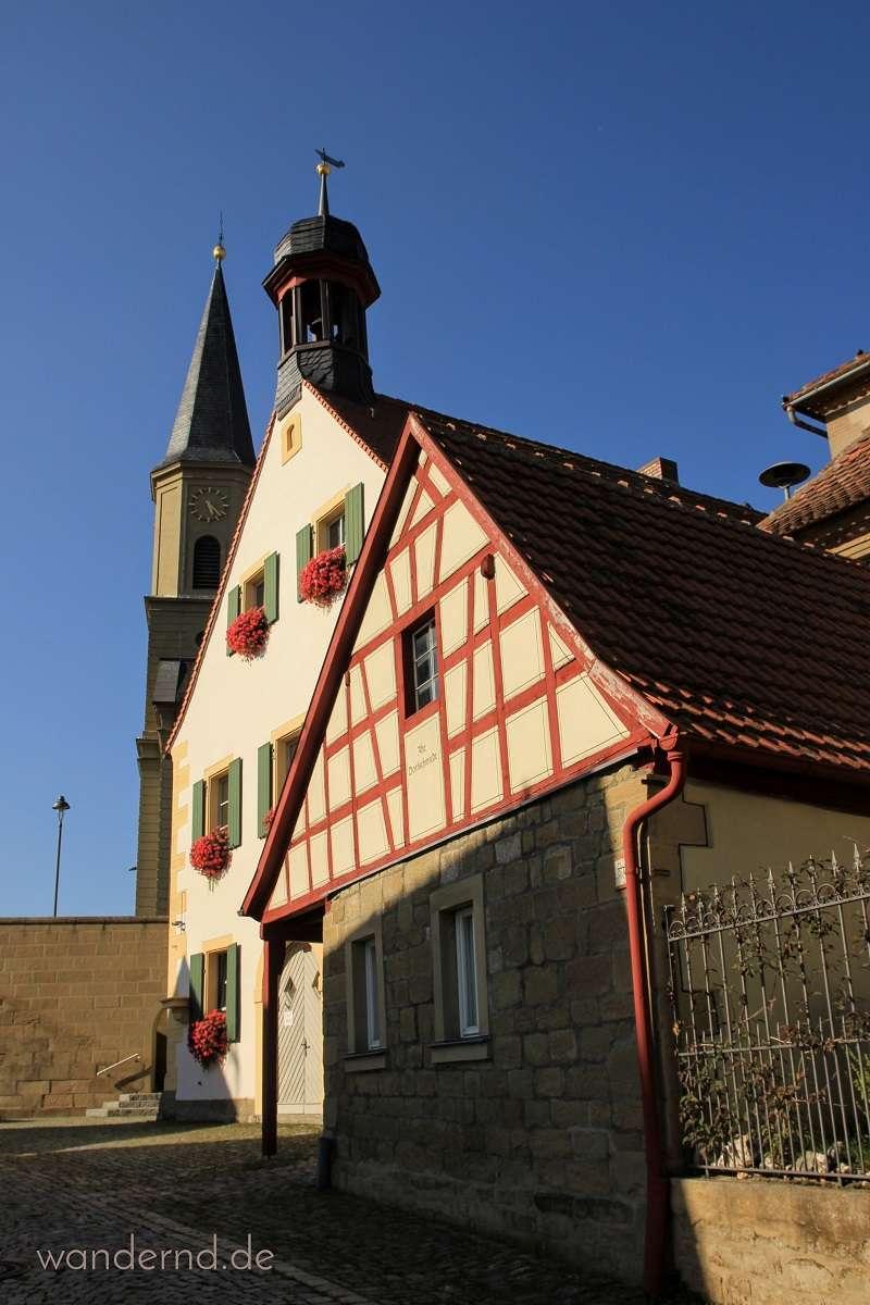 Kirchenburg, Rathaus und Dorfschmiede in Seinsheim