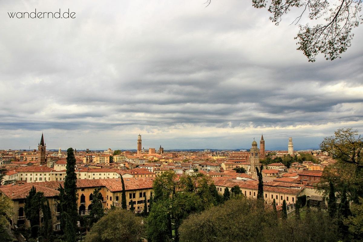 Venetien Städte: Blick auf Verona aus dem Giardino Giusti