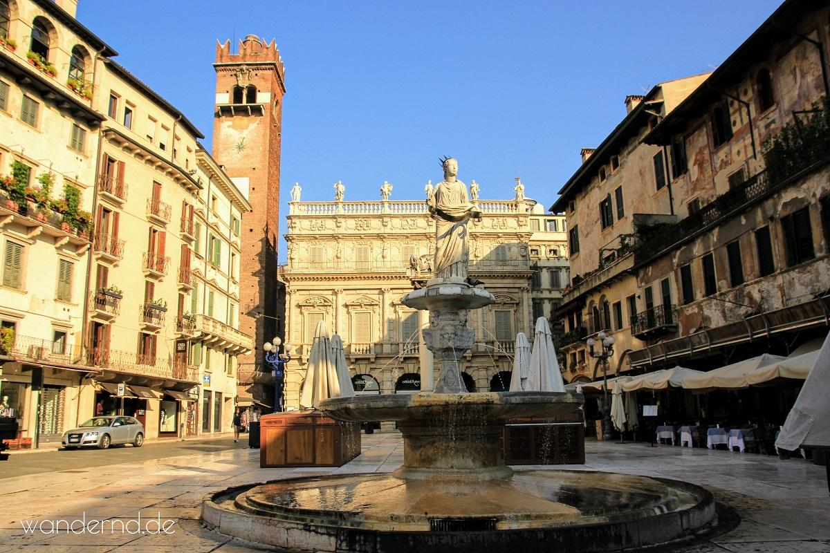 Venetien Rundreise: Piazza delle Erbe in Verona